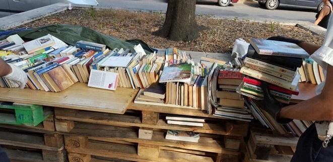 Ostia, libri su bancarelle abusive: 5mila volumi sequestrati