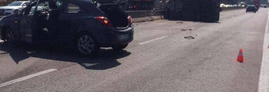 Per evitare un'auto un mezzo militare invade la corsia opposta: diversi feriti sulla Pontina