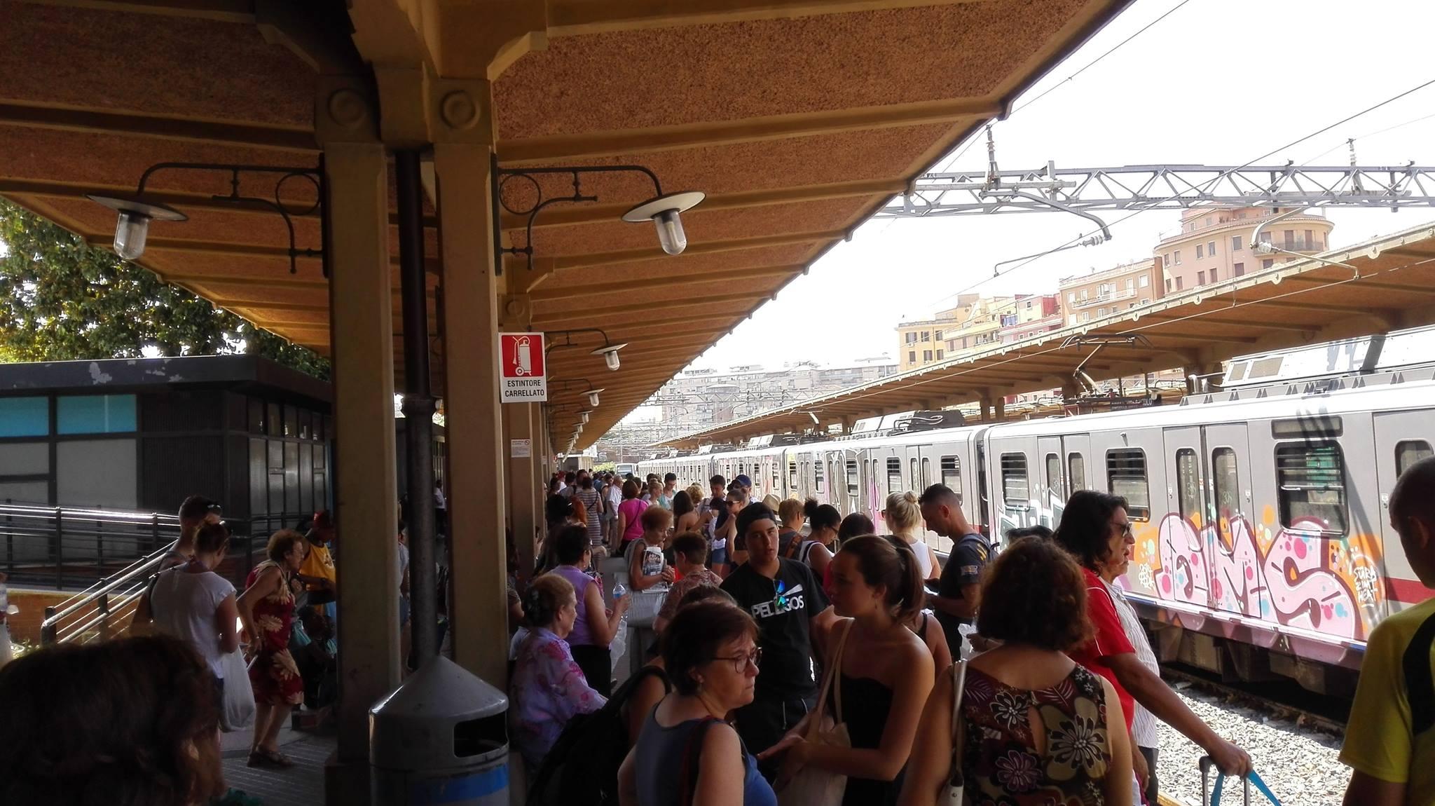 Roma-Lido, passeggero pretende il rimborso e aggredisce un'operatrice Atac