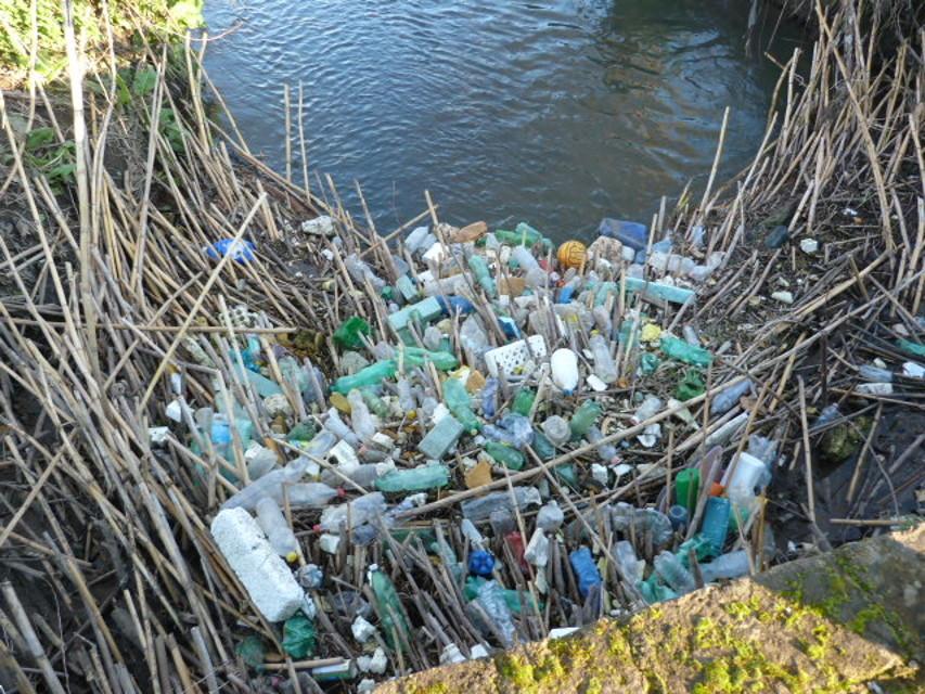 Rifiuti inquinanti vicino alla falda dell'acqua Egeria: sequestro per gli impianti di Cinzia Pignani