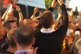 """Roma. arriva Dzeko ed esplode l'entusiasmo dei tifosi a Fiumicino. Salah: """"Grande club, vogliamo scudetto"""""""