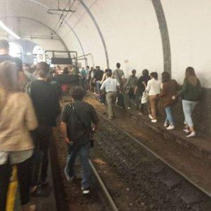 Trasporti, disagi sulla Roma nord: corse soppresse e utenti sui binari nel giorno dell'evasione zero...