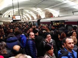 Parigi, anche nella metro presidi di militari