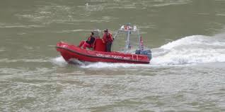 Ostia, barca di turisti si incaglia sugli scogli: salvati sei turisti