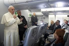 Marino, quel legame controverso con il Vaticano: dalla rincorsa a Bergoglio all'affondo del Papa