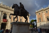 """Pd e destra cacciano Marino: dimissioni di massa, lasciano 25 consiglieri. A Roma arriva il commissario. Zingaretti: """"Momento difficile"""""""