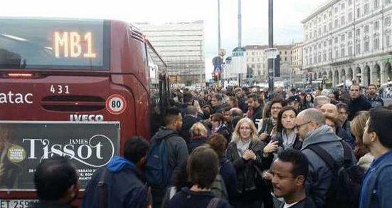 """Metro B, ancora un guasto: stop al servizio per 2 ore, la rabbia dei passeggeri. Esposito: """"Ser..."""