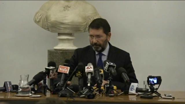 Campidoglio, Marino cacciato dai consiglieri: dimissioni di massa. L'ex sindaco: