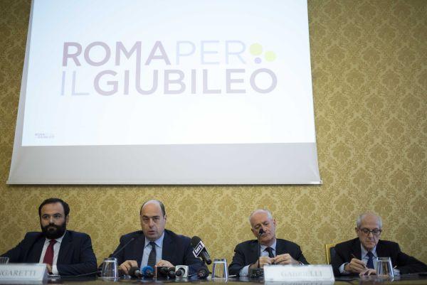 Presentato il logo Roma per il Giubileo. Il prefetto: