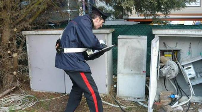 Magliana, allaccio abusivo a una cabina elettrica: sei arresti
