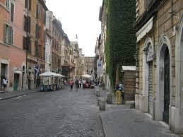 Borgo Pio, falso allarme bomba per uno zaino lasciato di fronte la Lumsa
