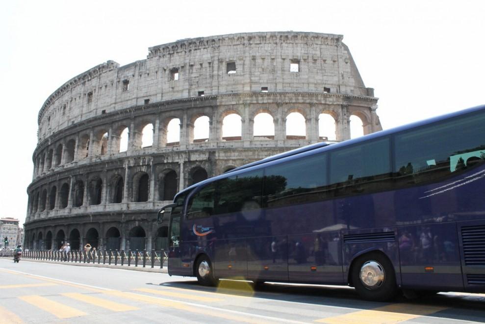 Giubileo, pugno di ferro contro i bus turistici in centro: arrivano i controlli e 21 nuovi varchi