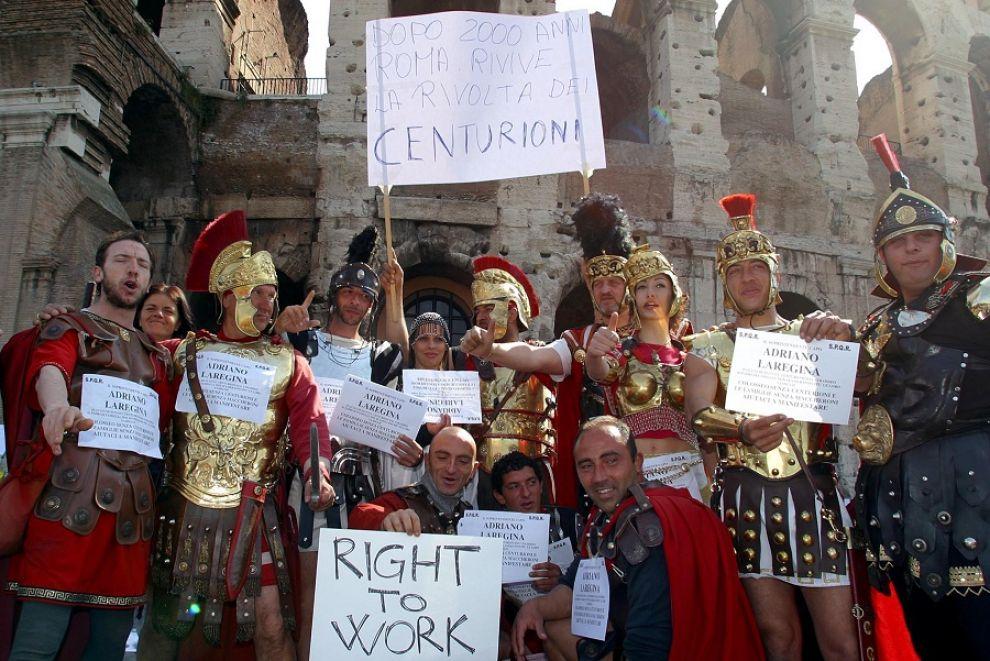 Giubileo, stop a risciò e centurioni: il commissario Tronca firma una raffica di divieti nella Capit...