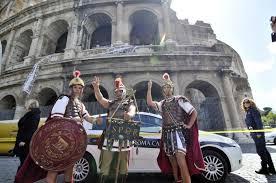 Giubileo, stop ai centurioni al Colosseo: sequestrati i risciò