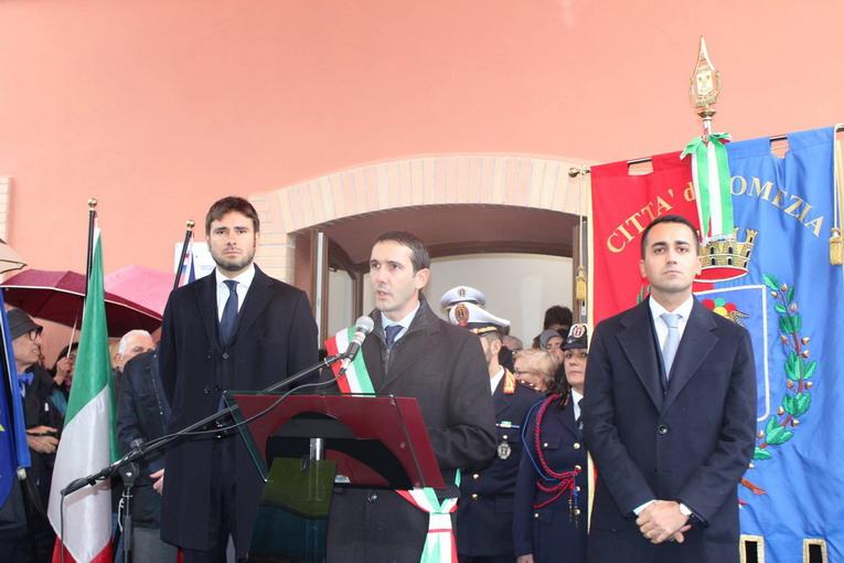 Pomezia, inaugurato l'asilo Piccole ombre con Di Maio e Di Battista