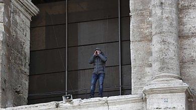 Colosseo, sale sull'anfiteatro per protestare contro Tronca e i divieti per i tour operator di strad...