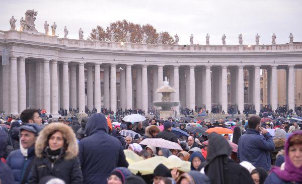 Il Papa chiude la Porta santa Mattarella e Renzi a San Pietro