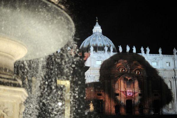 Giubileo, il Papa all'ostello della Caritas. Gabrielli: