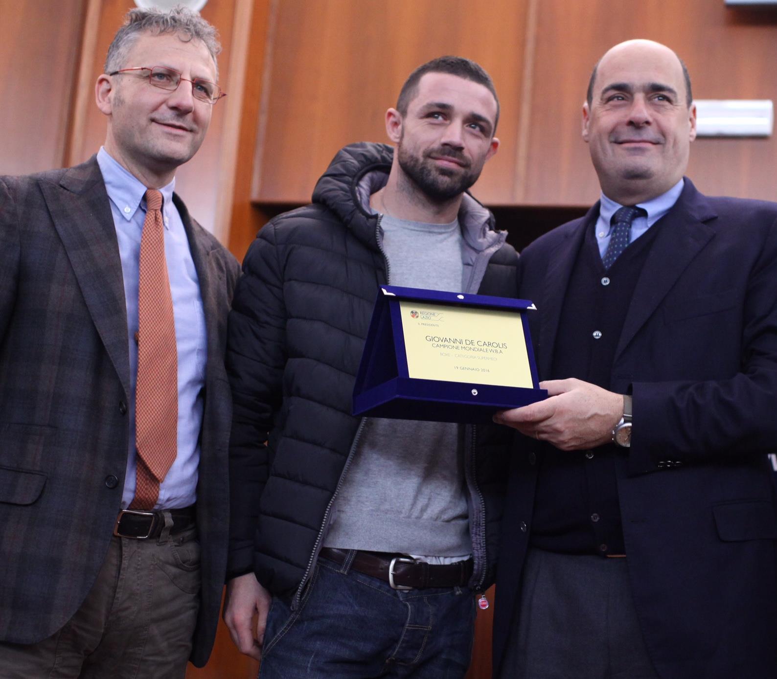 Pugilato, la Regione Lazio premia il neocampione del mondo De Carolis