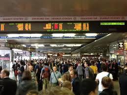 Caos treni, si blocca un convoglio e circolazione paralizzata: sulla Roma Lido pochi treni causa fre...