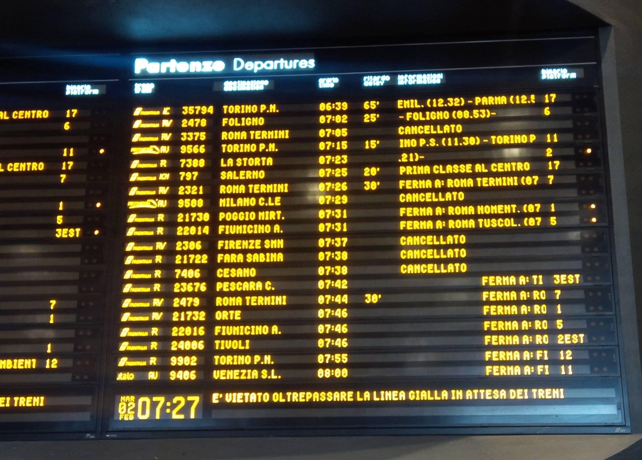 Ferrovie, ritardi per i regionali e giornata di passione per i passeggeri