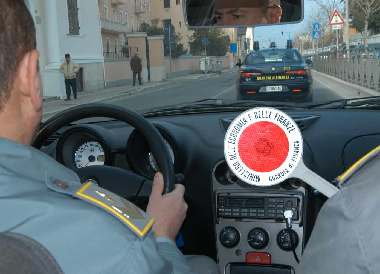 Ricorsi tributari pilotati: arresti a Roma, 100 uomini della finanza impegnati nelle perquisizioni
