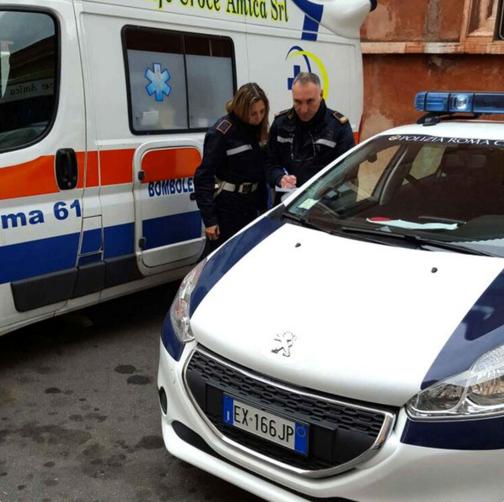 Ponte della Musica, si getta nel Tevere: salvata dalla polizia locale