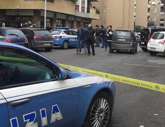 Prati Fiscali, sparatoria alle poste tra polizia e rapinatori: ladri in fuga, nessun ferito