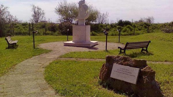 Danni alla stele di Pasolini, la firma di Militia