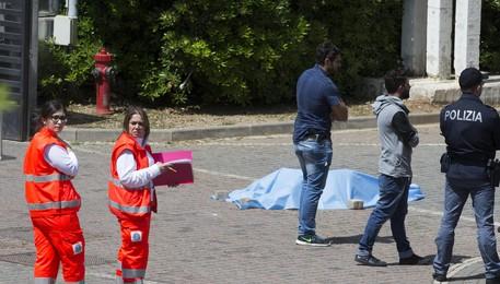 Roma Tre, va all'università e si spara: muore un giovane. Choc tra gli studenti