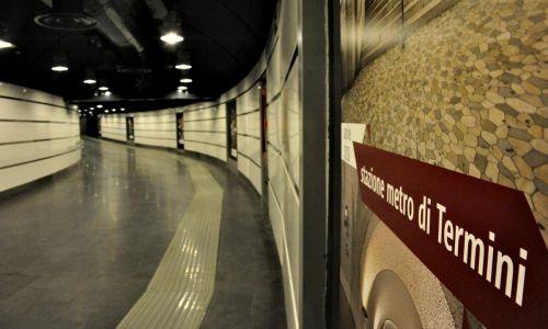 Infiltrazioni d'acqua in stazione metro A Termini. Il Codacons manda diffida a Raggi