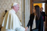 Virginia Raggi dal Papa: in dono la voce degli ultimi
