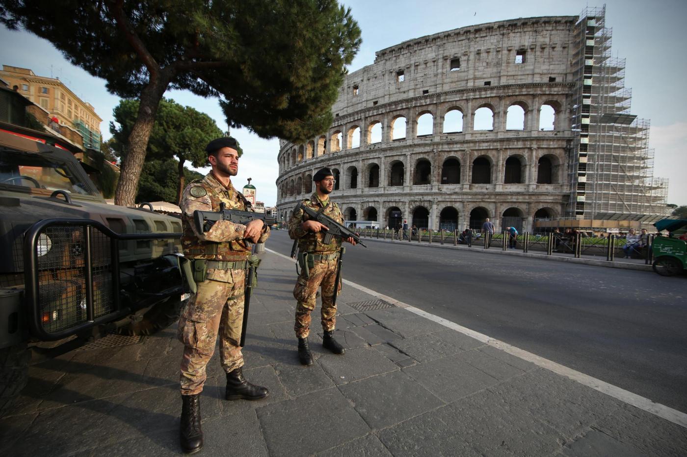 Terrorismo, massima allerta a Roma, il prefetto: «Potenziati i controlli sui tir che entrano in citt...
