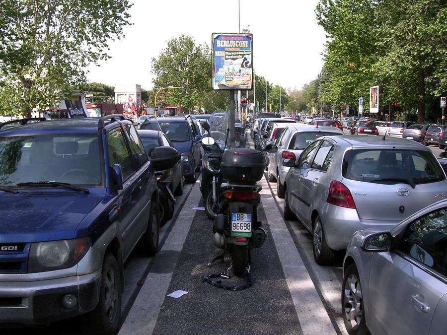 Olimpico, nuove regole: «Basta soste selvagge: auto e moto off-limits»
