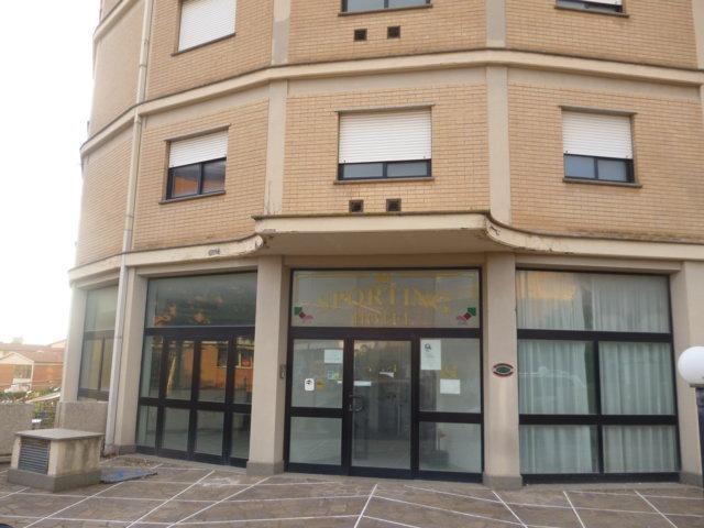 Tarquinia, no ai profughi ospitati all'hotel Sporting