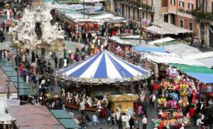Roma - Piazza Navona le bancarelle per la festa della Befana prima dello stop