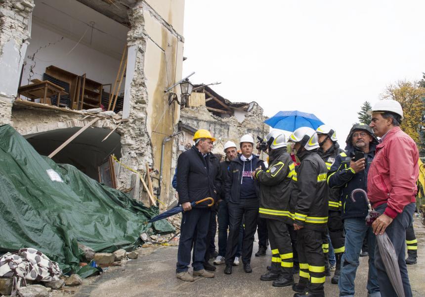 Terremoto, decreto legge: 4,5 miliardi per la ricostruzione, 300 milioni subito
