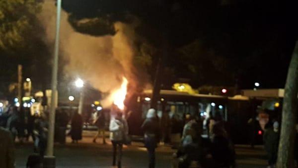Un altro bus i fiamme. Va a fuoco l'Atac e sappiamo perché