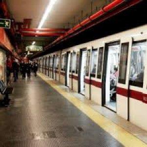 Quattordicenne aggredito da un gruppo di bulli in metropolitana