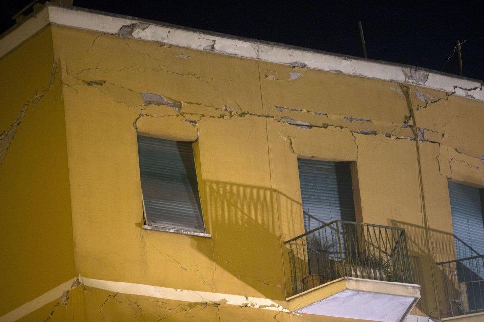 Palazzo crollato a Ponte Milvio, Raggi: «Assisteremo solo a chi ha davvero bisogno»