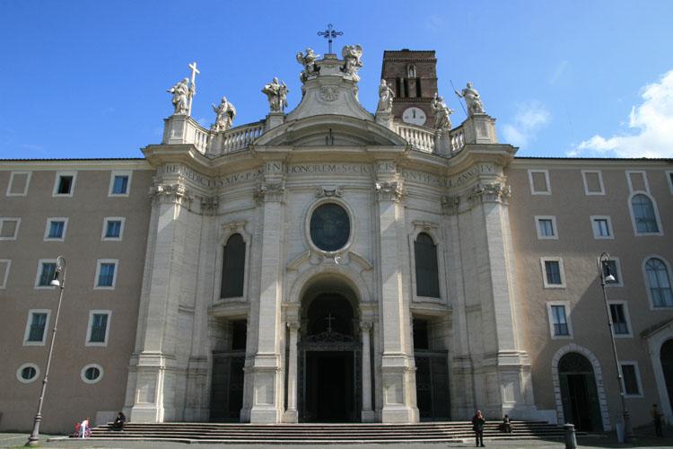 """Santa Croce in Gerusalemme, una """"Terra Santa"""" nella città eterna"""