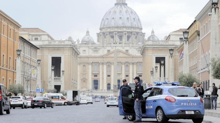 Allerta terrorismo a Roma, scatta il piano anti tir nelle piazze: mezzi pesanti vietati in centro e ...