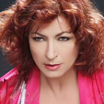 ON THE STAGE - Il palcoscenico radiofonico si tinge di rosa con l'attrice Caterina Costantini e la C...