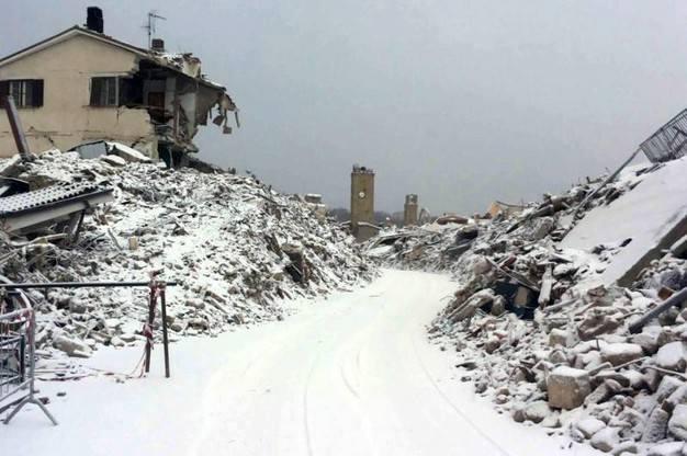 TERREMOTO - Il sindaco di Amatrice, Pirozzi: servono procedure d'urgenza