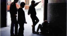TRIESTE –  Pestano a calci e pugni un 15enne e gli rubano il giubbotto