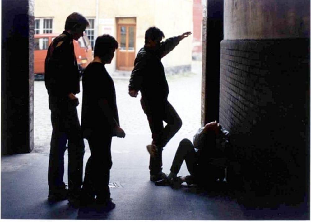 TRIESTE -  Pestano a calci e pugni un 15enne e gli rubano il giubbotto