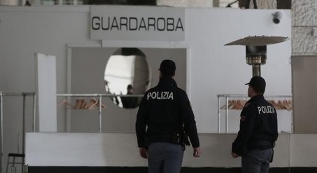 Movida violenta all'Eur: 25enne accoltellato fuori da una discoteca, è grave
