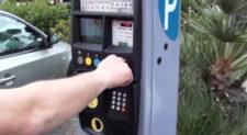 Il parchimetro non ha il bancomat? Sosta gratis sulle strisce blu
