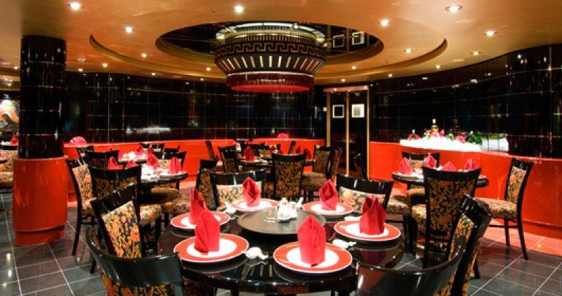 FIUMICINO - Scarafaggi e cibo per terra: sigilli a un ristorante cinese