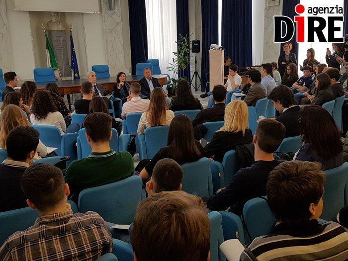 """Cyberbullismo, Boldrini a Roma agli studenti: """"Non dovete vergognarvi, ribellatevi al cyberbullismo"""""""